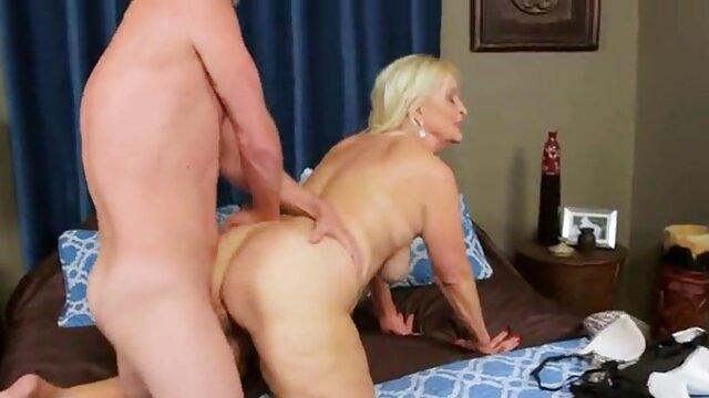 Easy Marie McCra Dormir con la lengua del coño porno animado xx