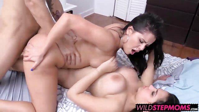 Gordo videis de xx sexo en una cama desmoronada en posición de vaquera