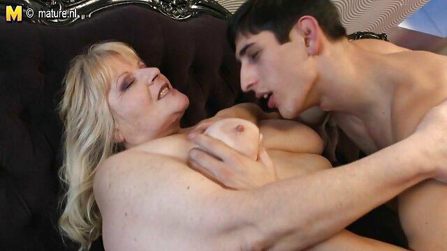 El suave sofá se ha convertido en un lugar de sexo voluptuoso para daddy 4k xx jóvenes amantes