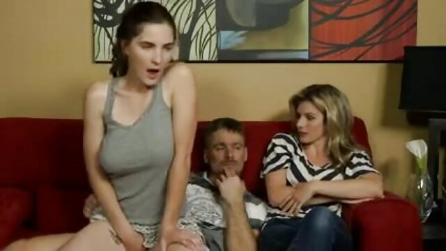 Compañero de lesbianas x xx estudios sedujo a la estudiante educada Caprice y desgarró en casa